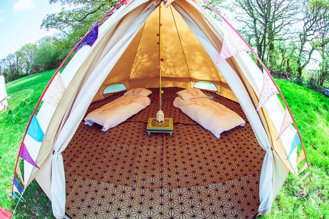 Loveabell tent with 2 single camp beds and bedding